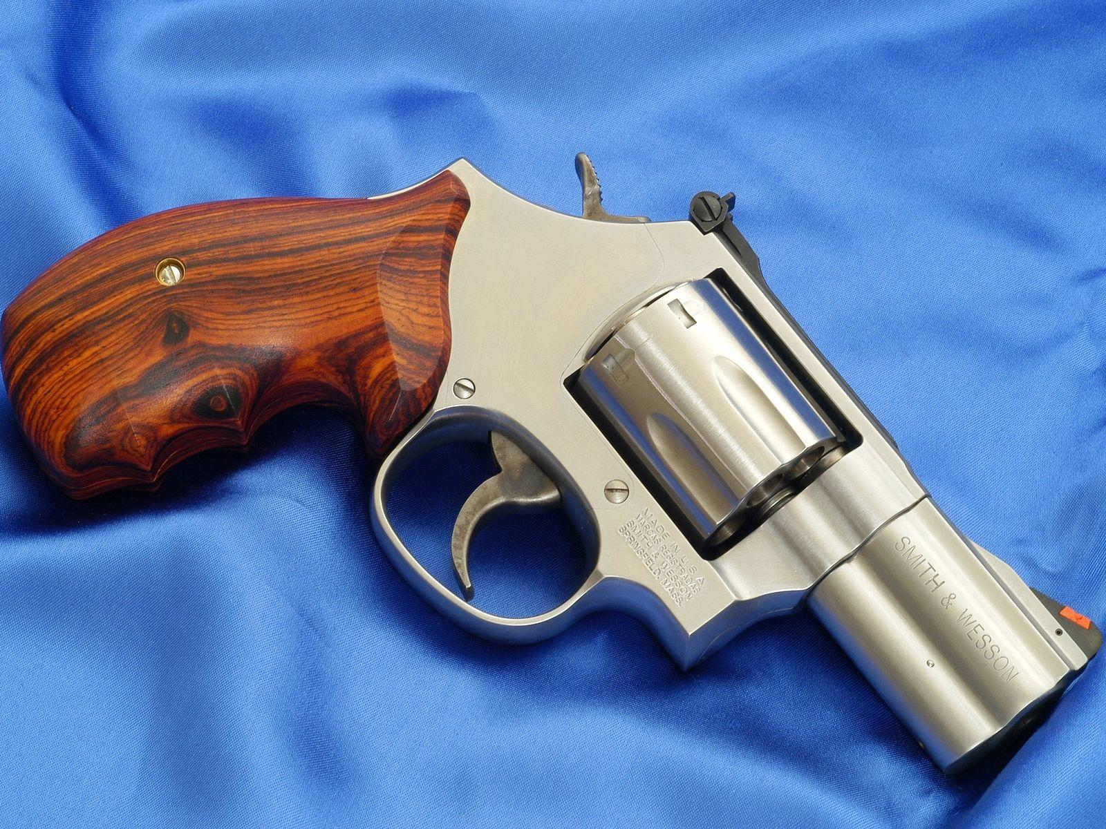 dating smith wesson revolver A look back at the smith & wesson j policemen pushed smith & wesson to begin offering the revolver with powerful handgun cartridge to date, the 500 smith.
