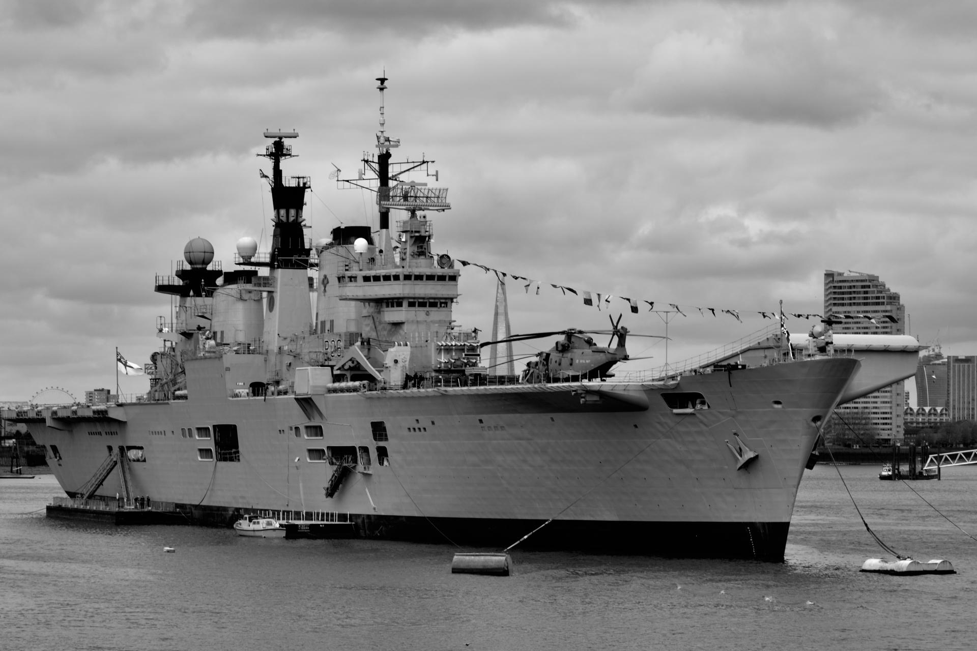 HMS Illustrious (R06) wallpapers HD quality
