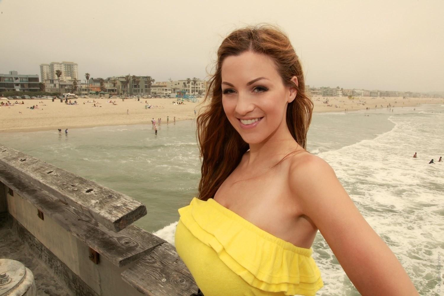Jordan Carver at 1280 x 960 size wallpapers HD quality