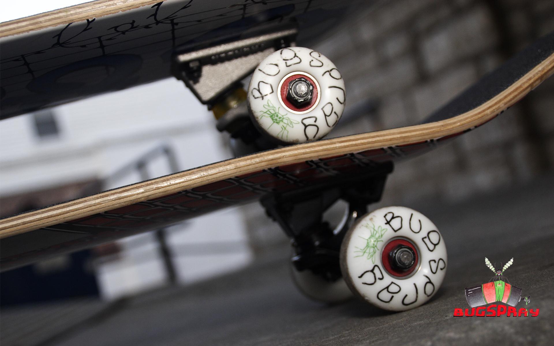 скейтборд на траве без смс