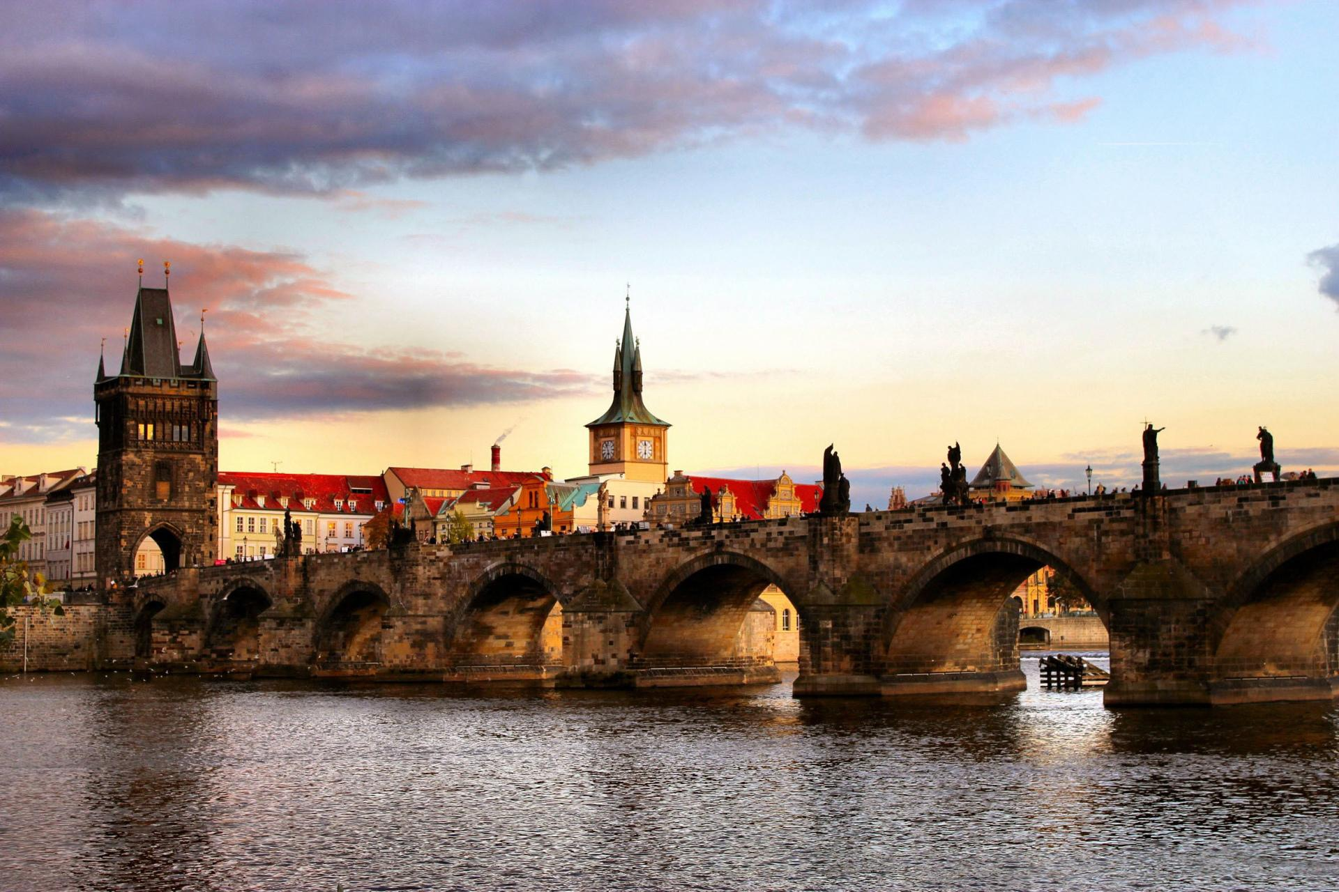 Charles Bridge at 640 x 1136 iPhone 5 size wallpapers HD quality