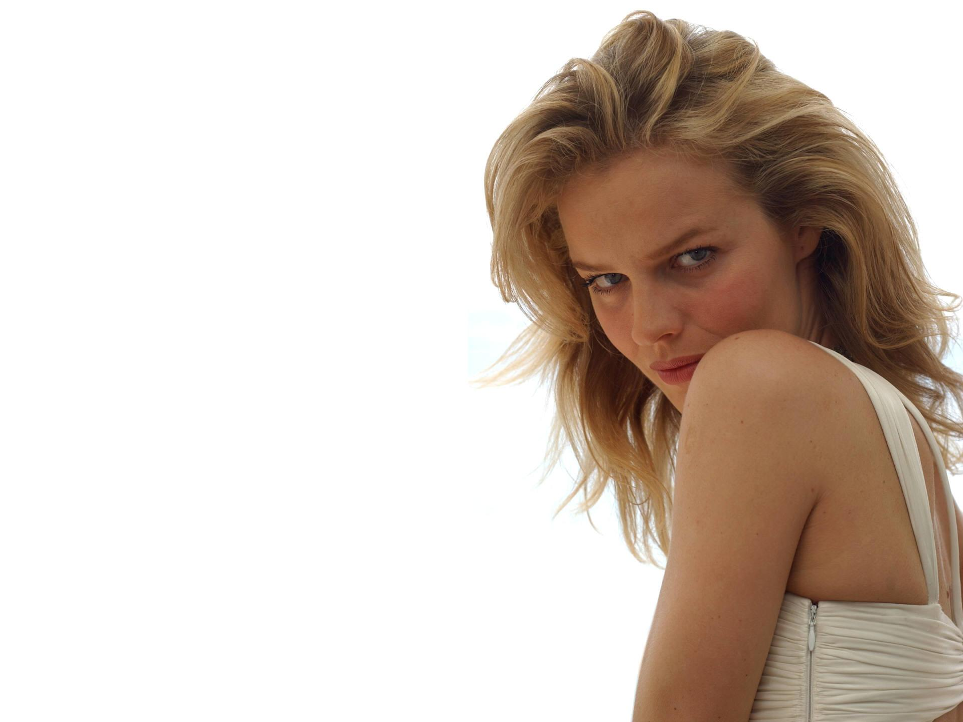 Eva Herzigova at 320 x 480 iPhone size wallpapers HD quality