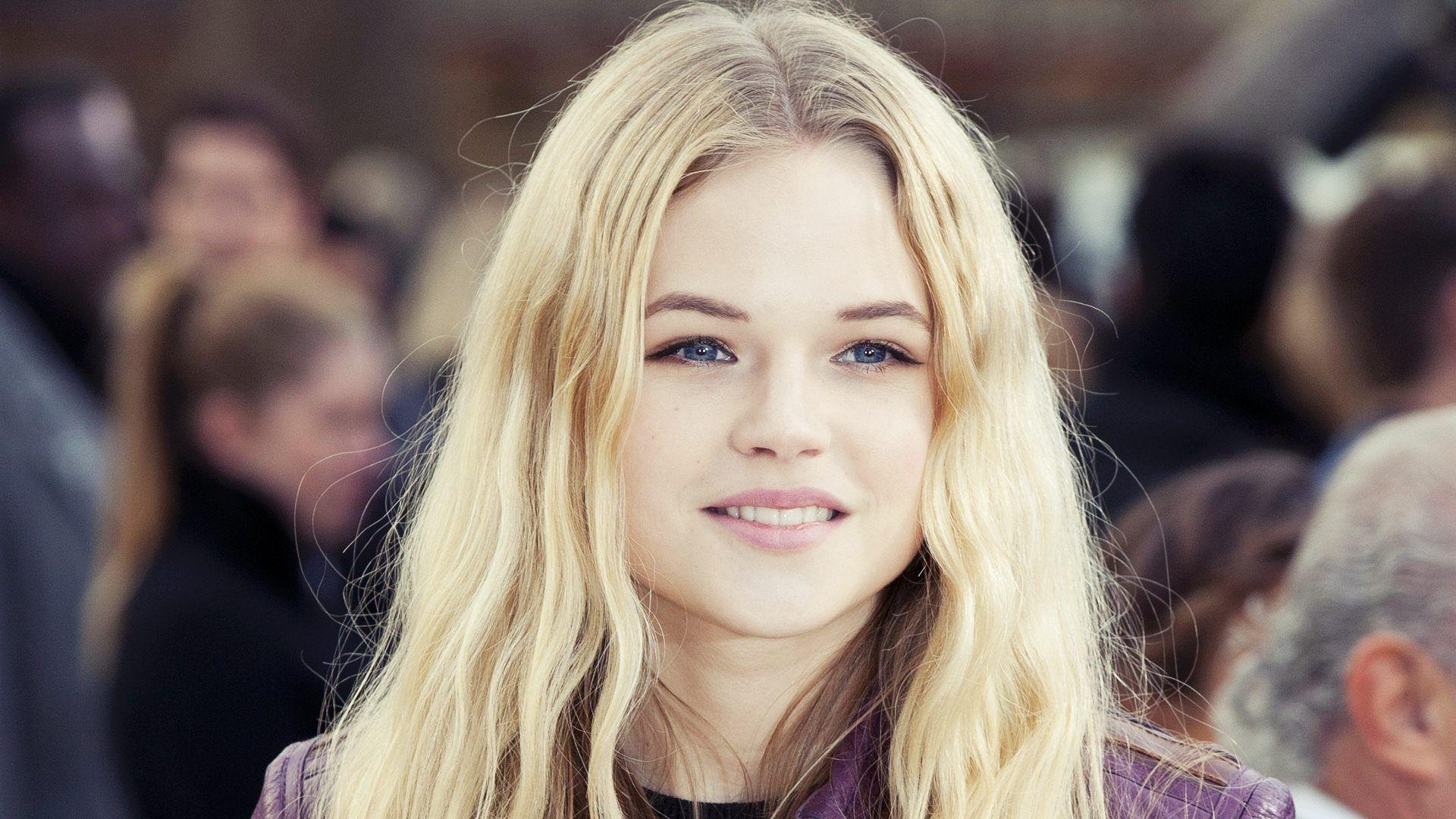 Gabriella Wilde at 640 x 1136 iPhone 5 size wallpapers HD quality