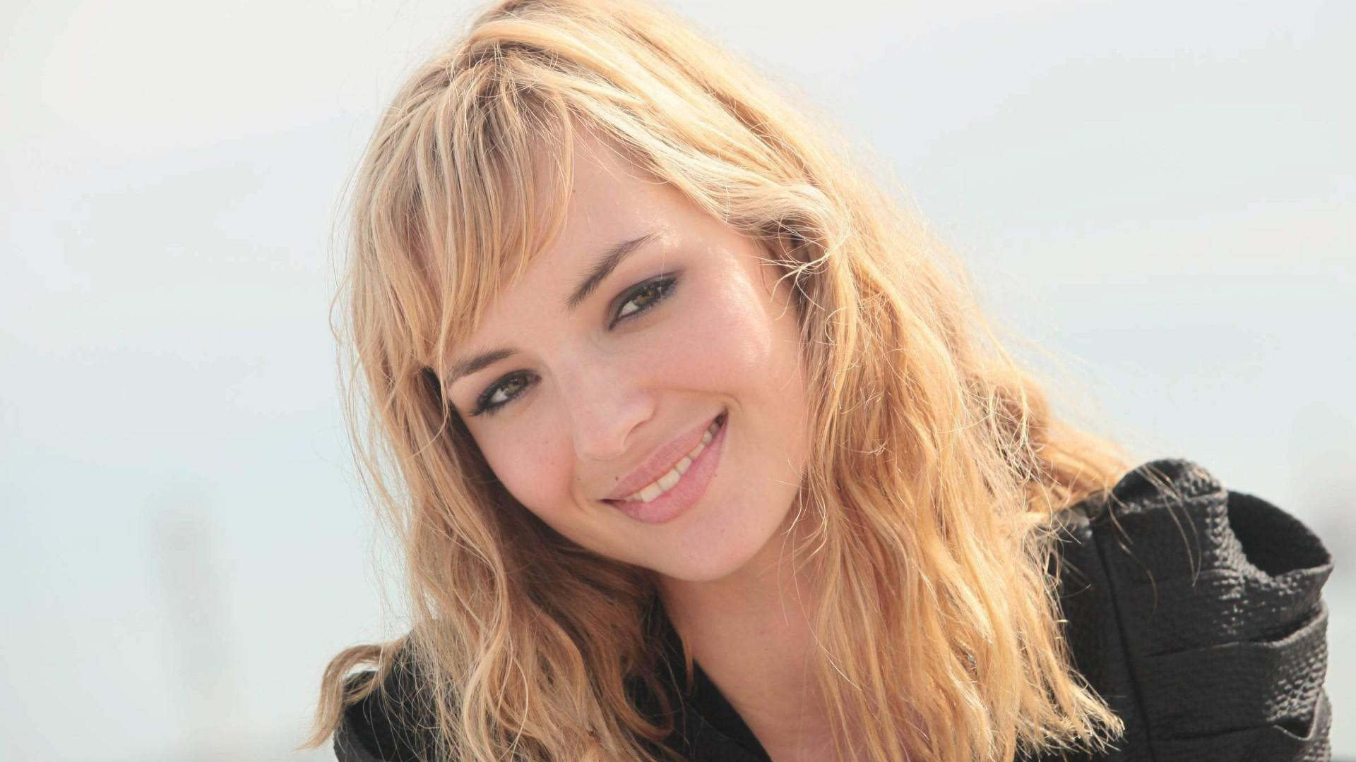 Louise Bourgoin wallpapers HD quality