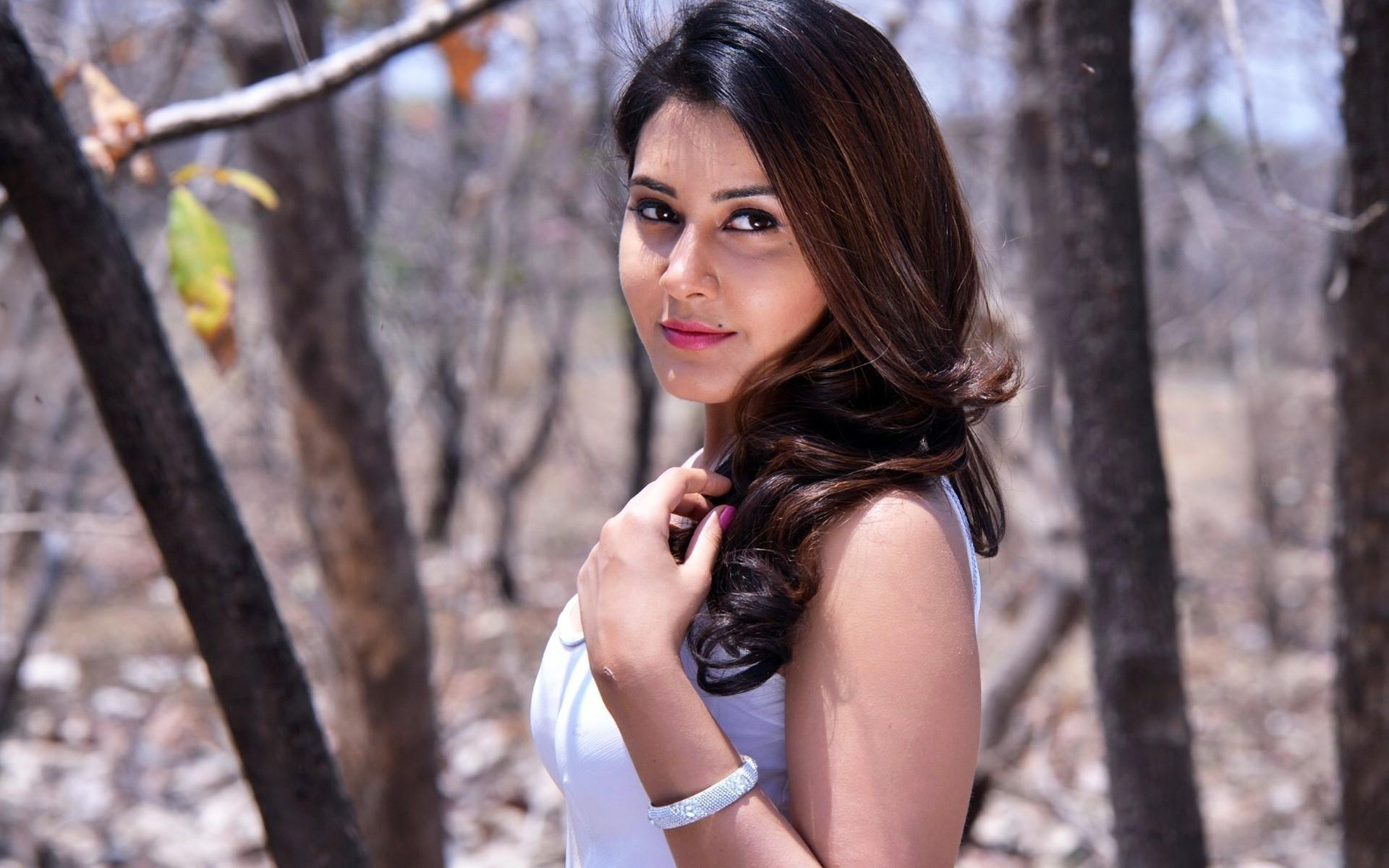 Rashi Khanna wallpapers HD quality