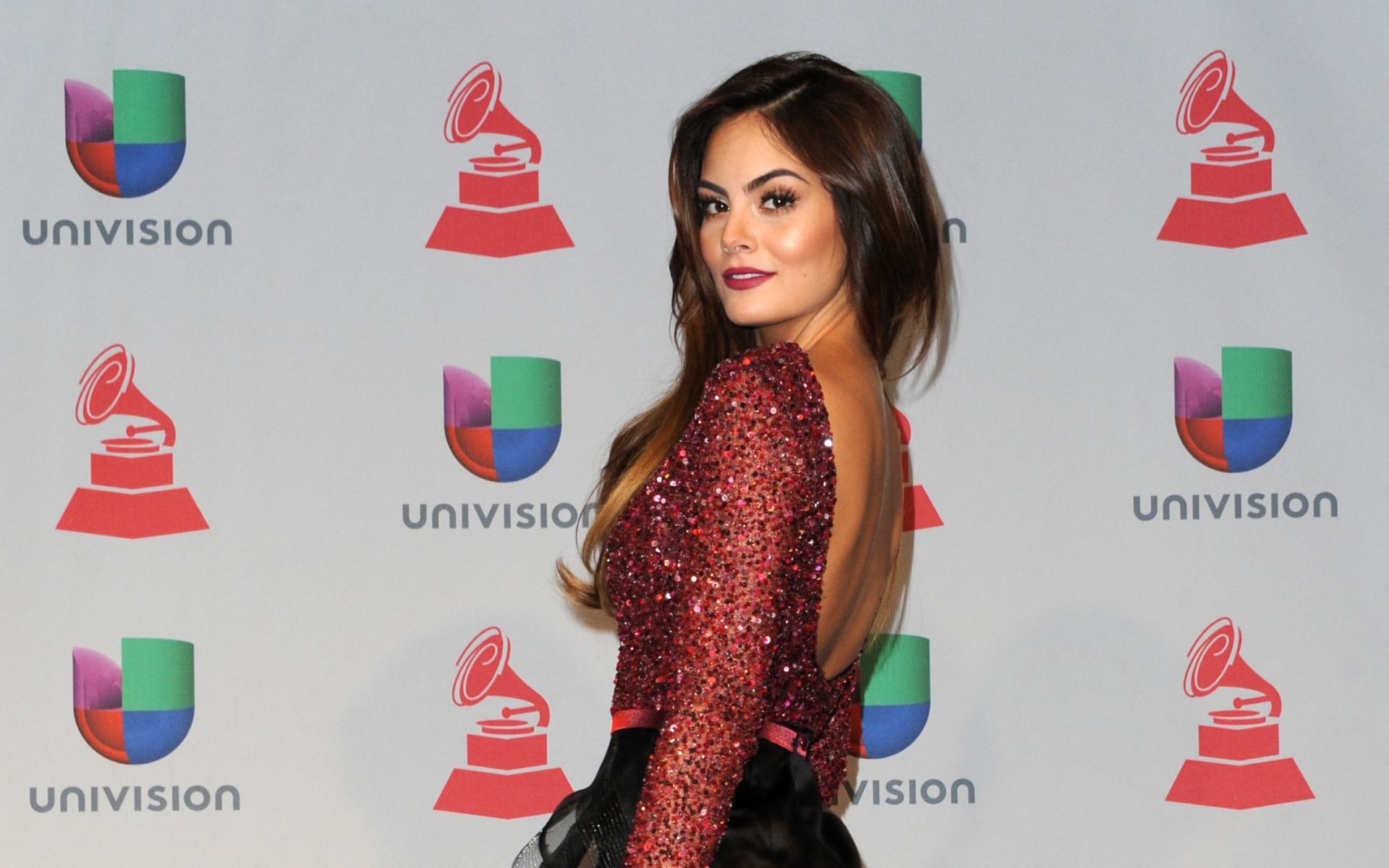 Ximena Navarrete at 1334 x 750 iPhone 7 size wallpapers HD quality