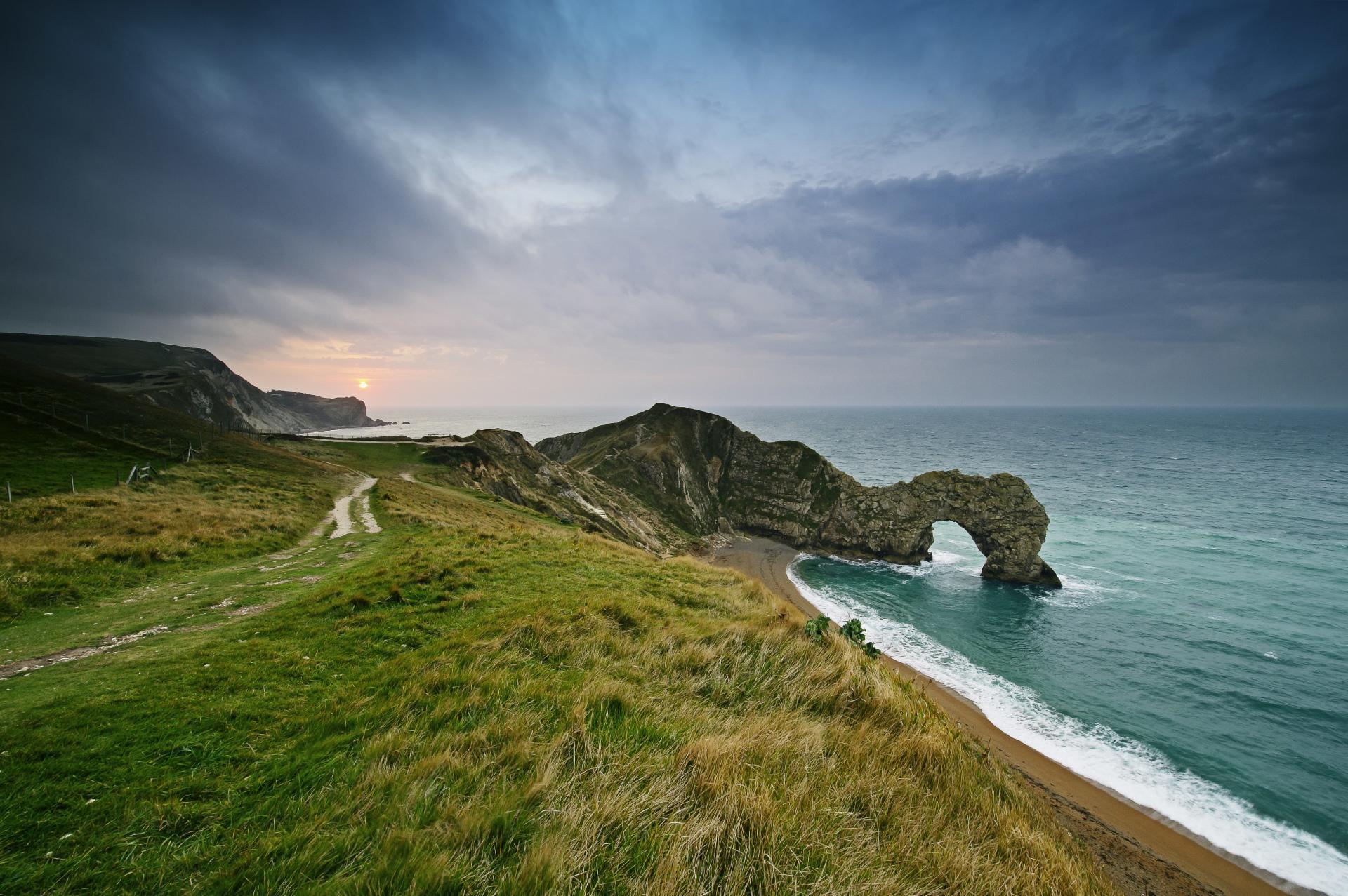 Скала с аркой в море без смс