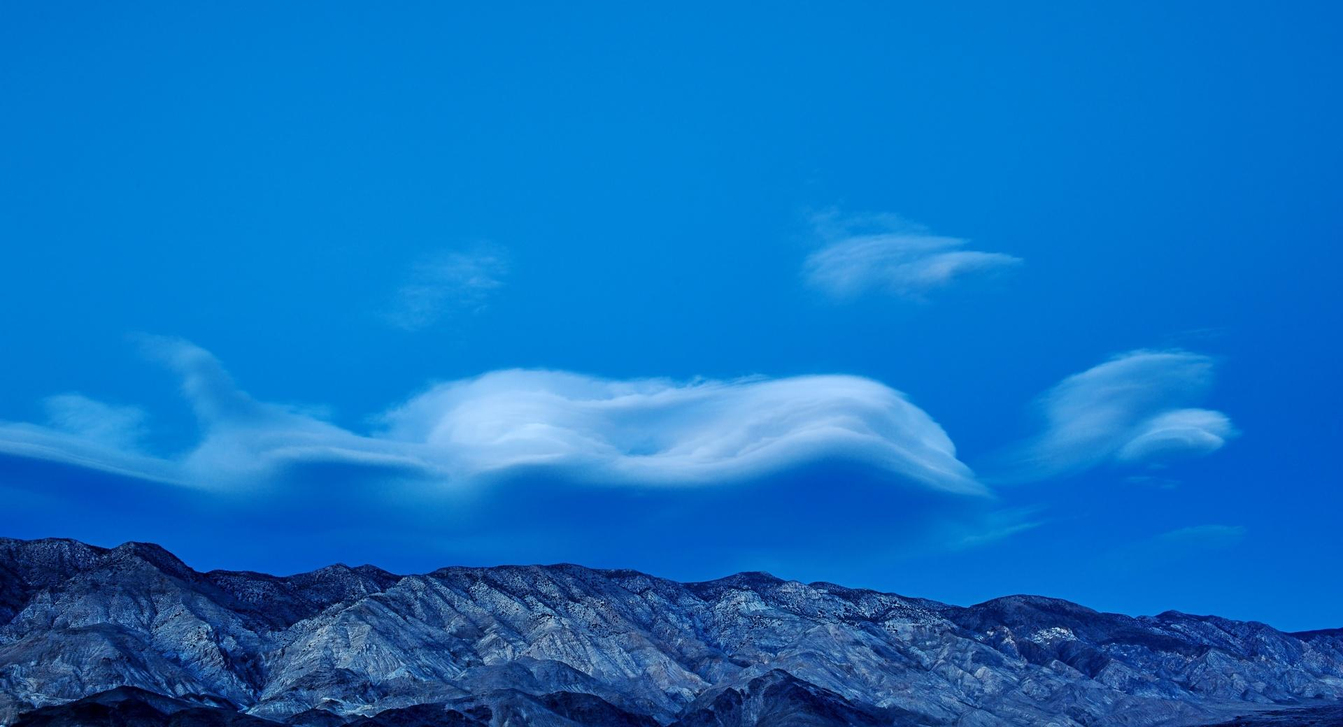 Wavy Clouds above The Mountains wallpapers HD quality
