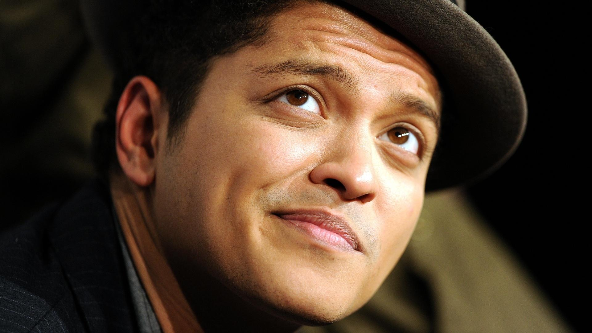 Bruno Mars Wallpaper HD Download