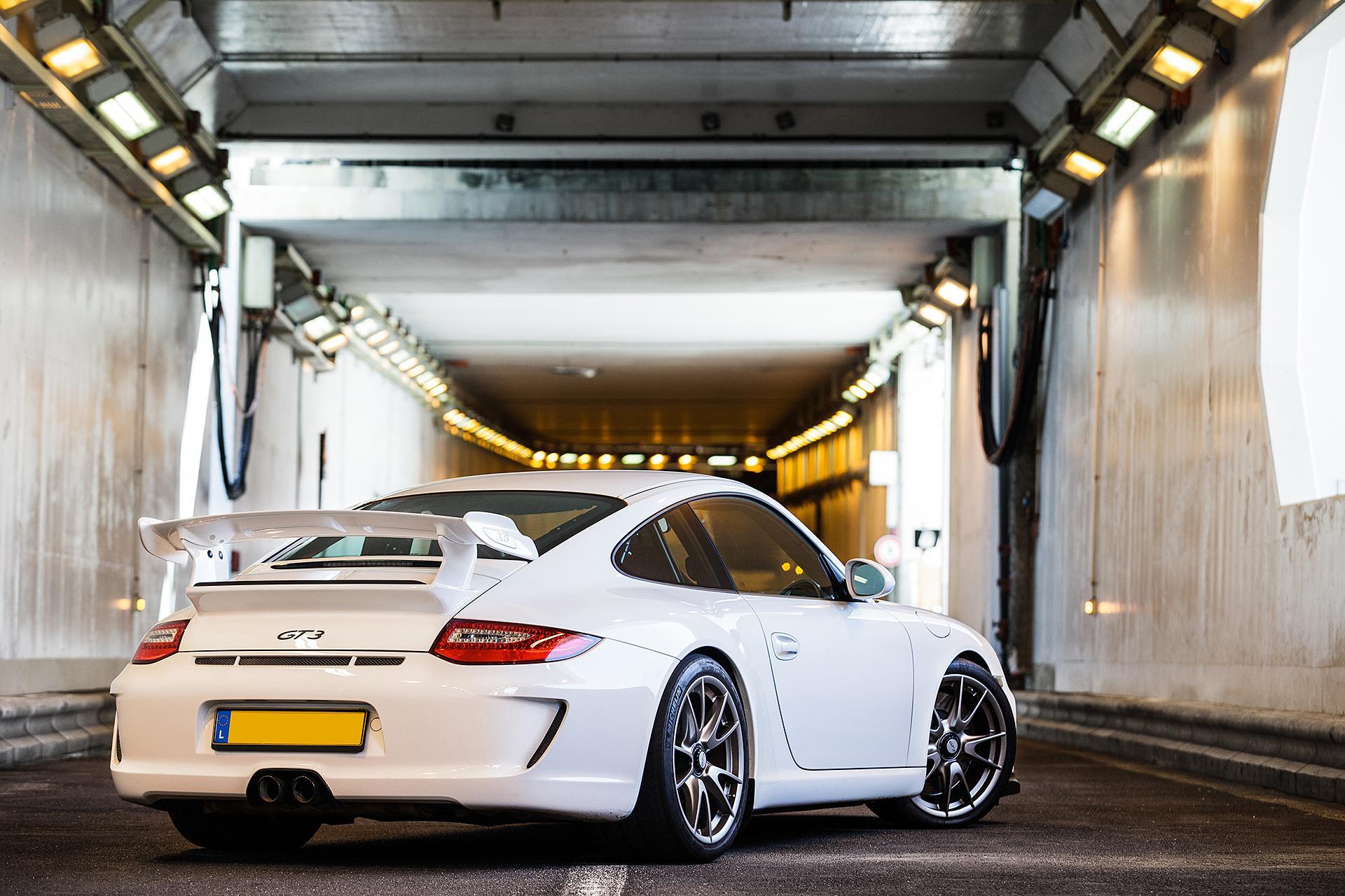 белая Porsche скачать