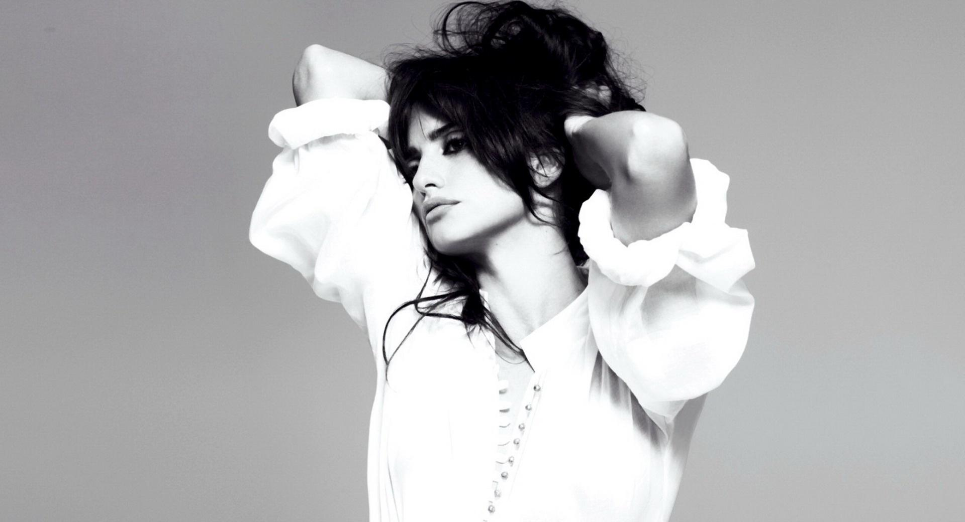 Penelope Cruz 4 at 640 x 1136 iPhone 5 size wallpapers HD quality