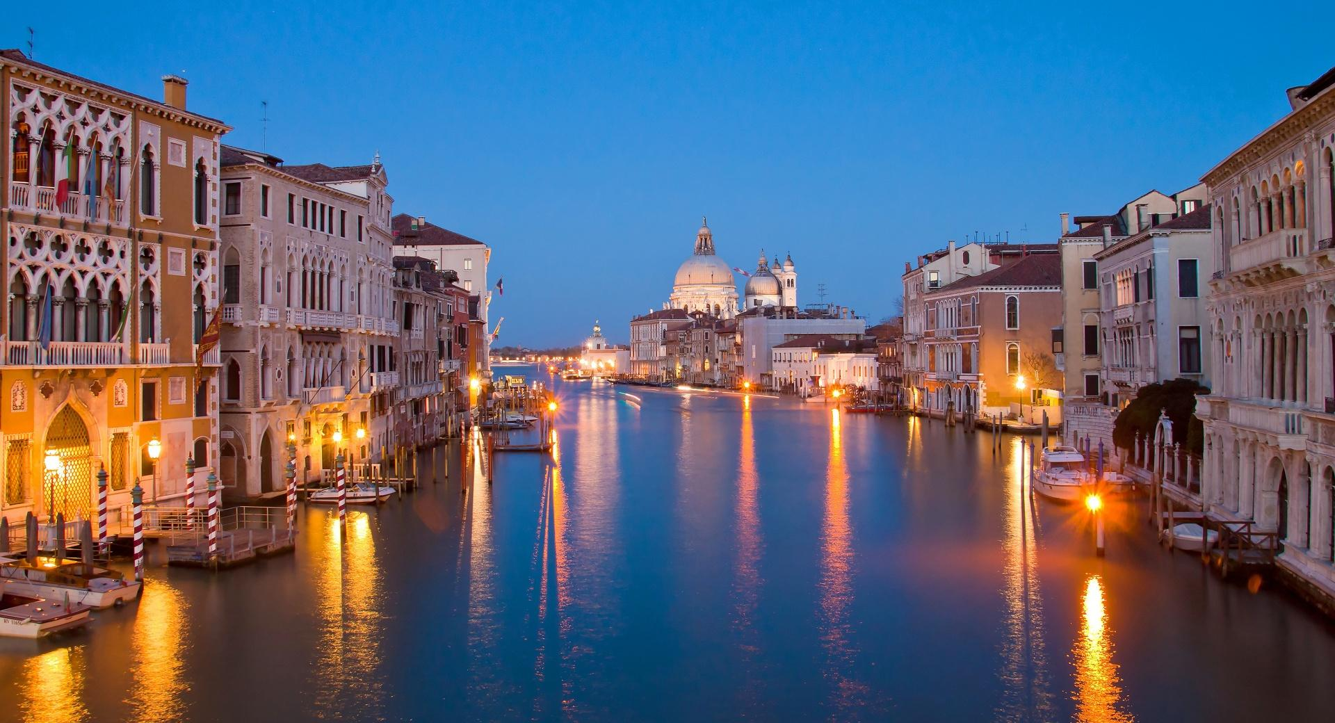 Venice At Night wallpapers HD quality