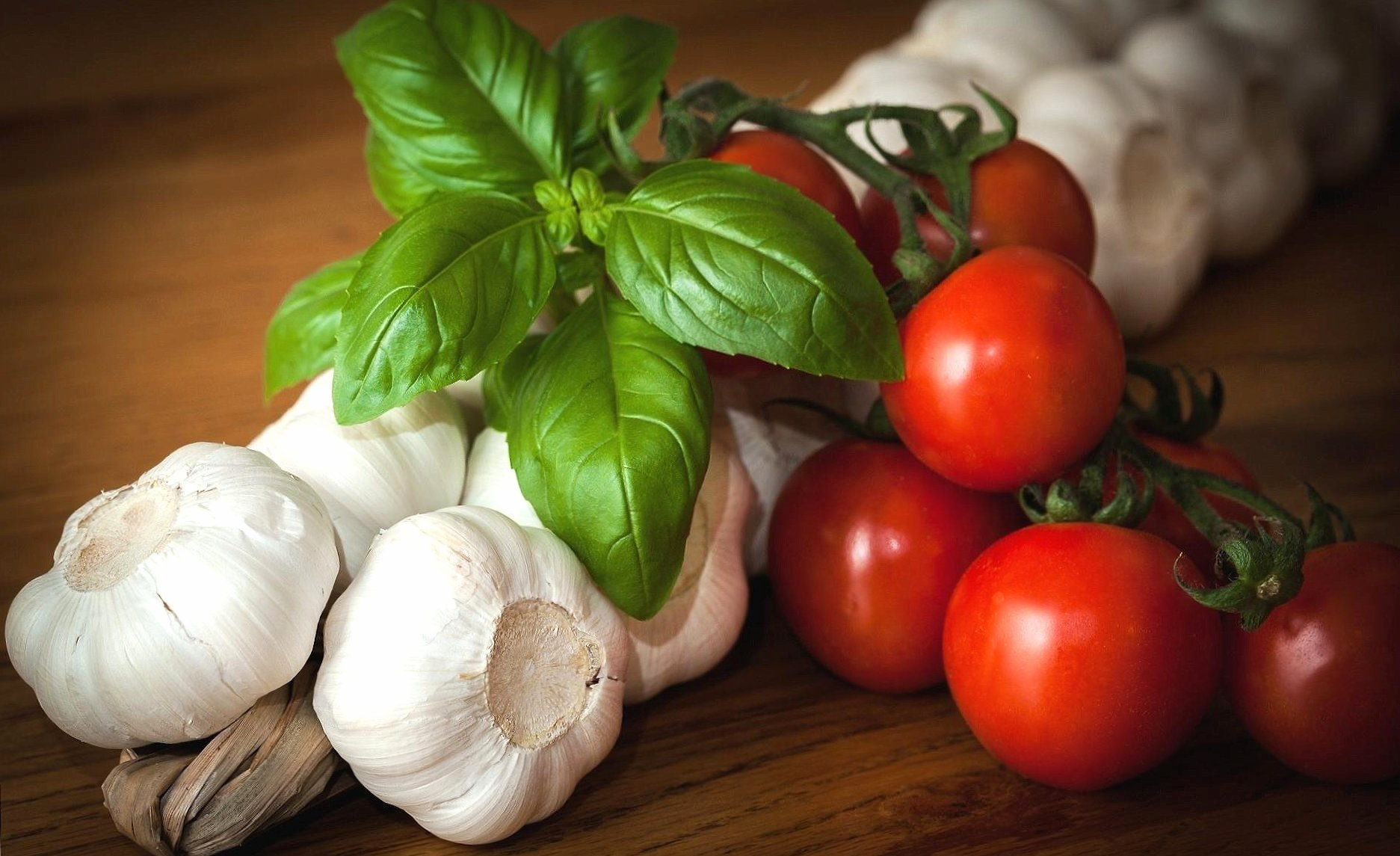 Garlic and tomatoes wallpapers HD quality