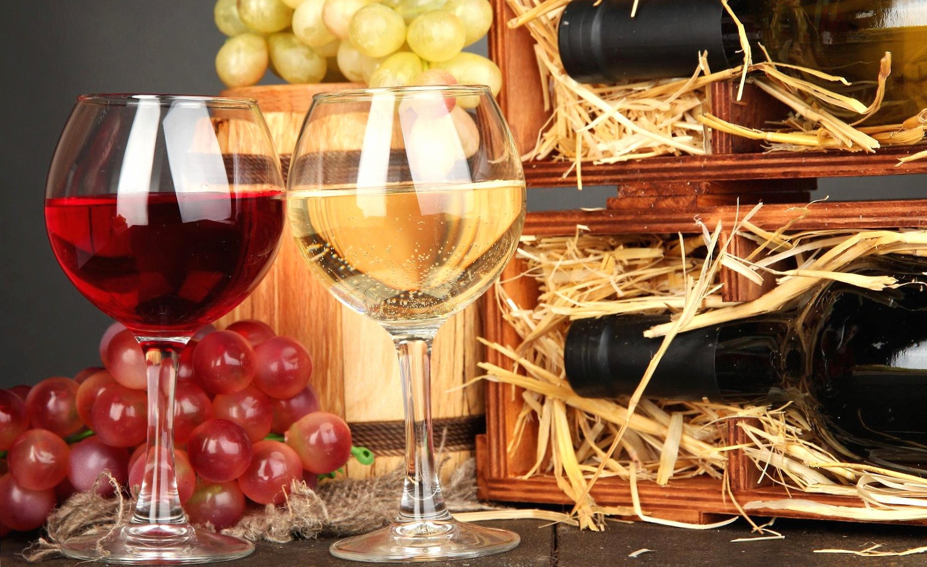 Red and white glasses of wine wallpapers HD quality