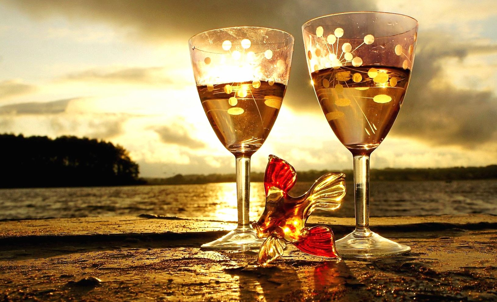 Sea and white wine wallpapers HD quality