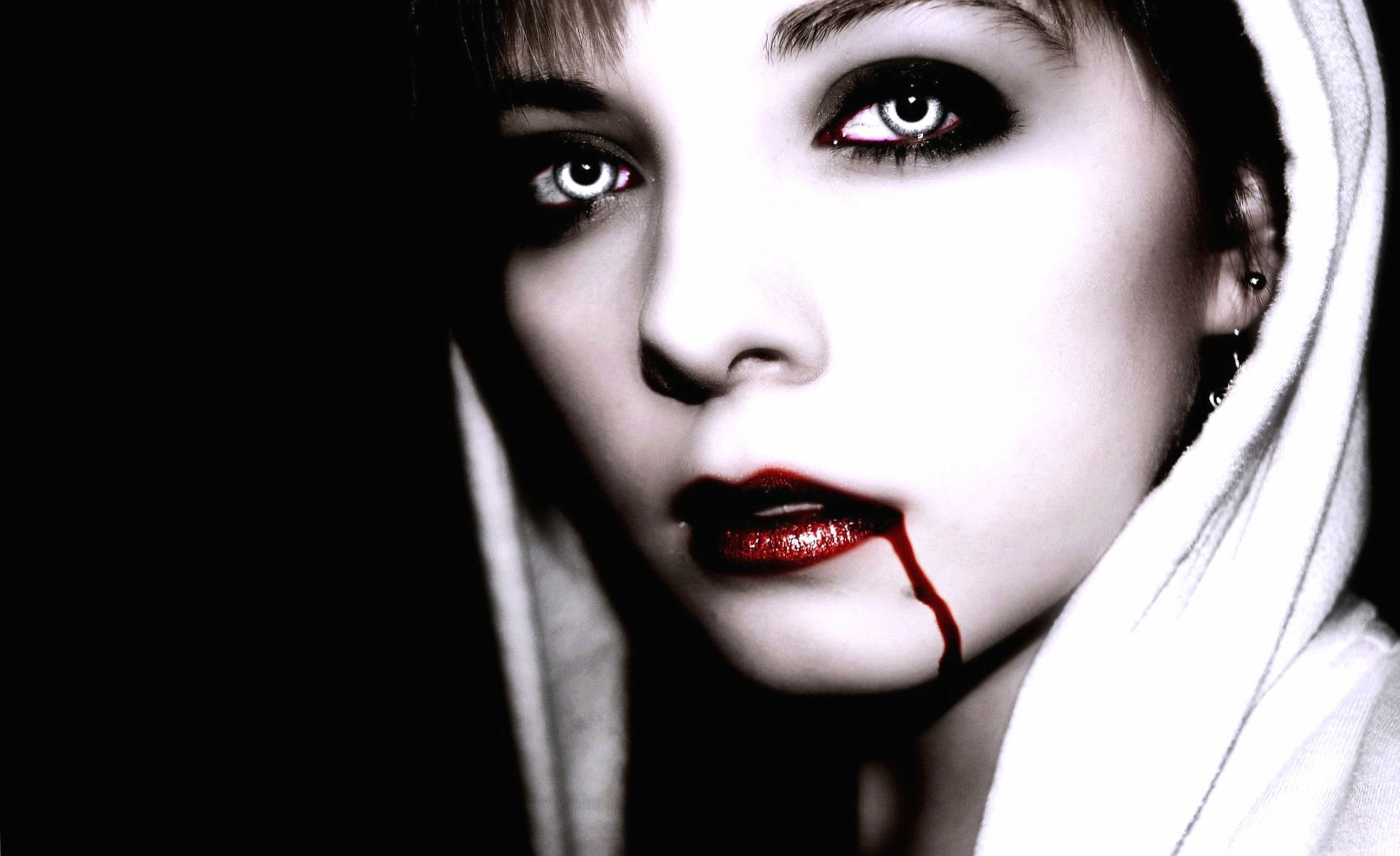 Amazing vampire woman at 640 x 960 iPhone 4 size wallpapers HD quality