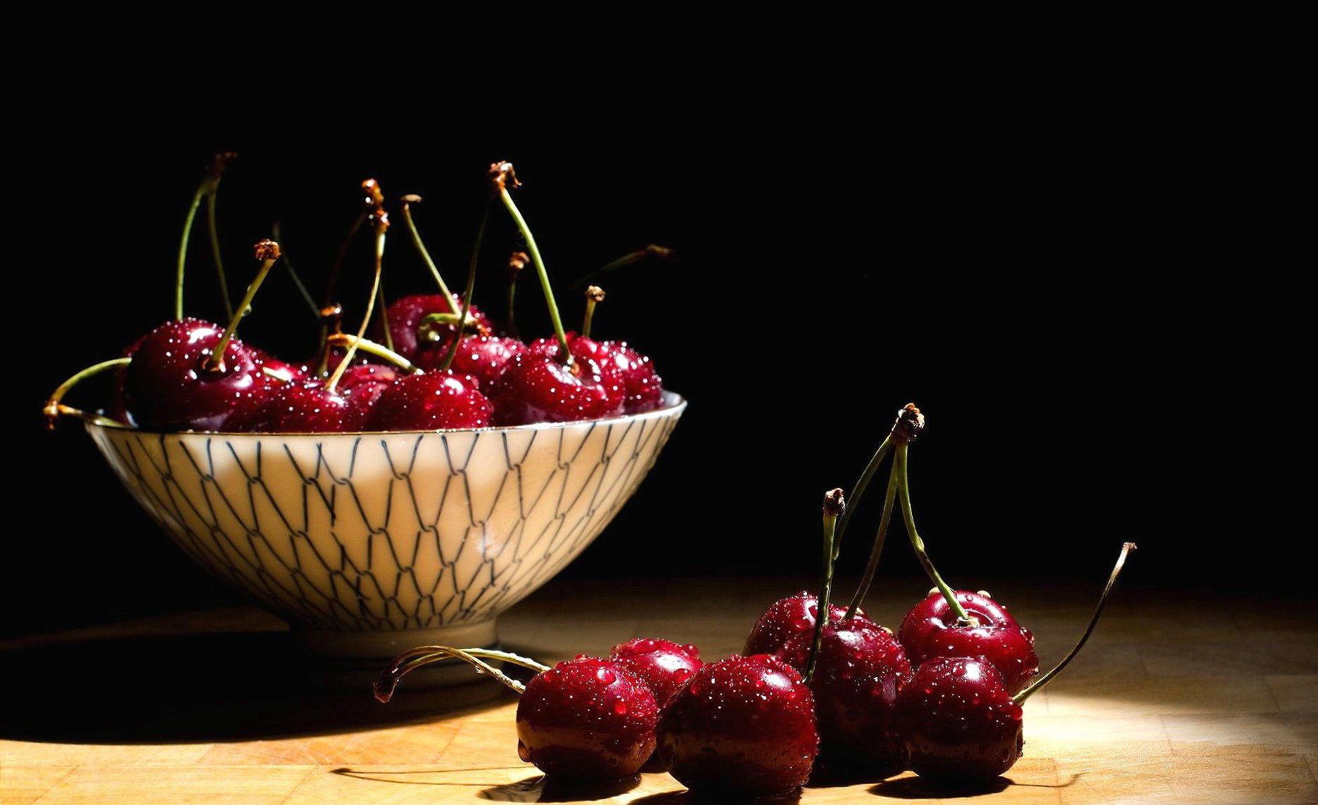 Cherries in a cup wallpapers HD quality