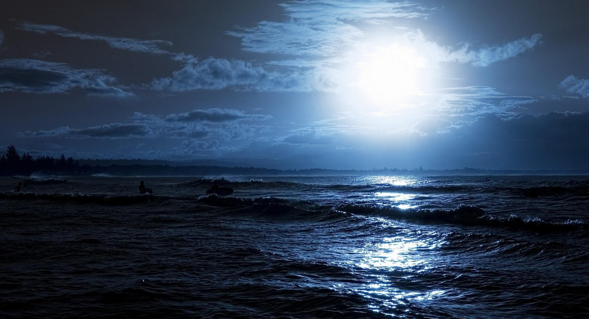 Moon Over The Sea wallpapers HD quality