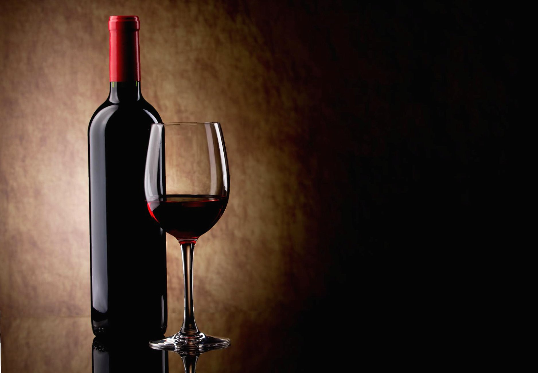Red wine glass and bottle wallpapers HD quality