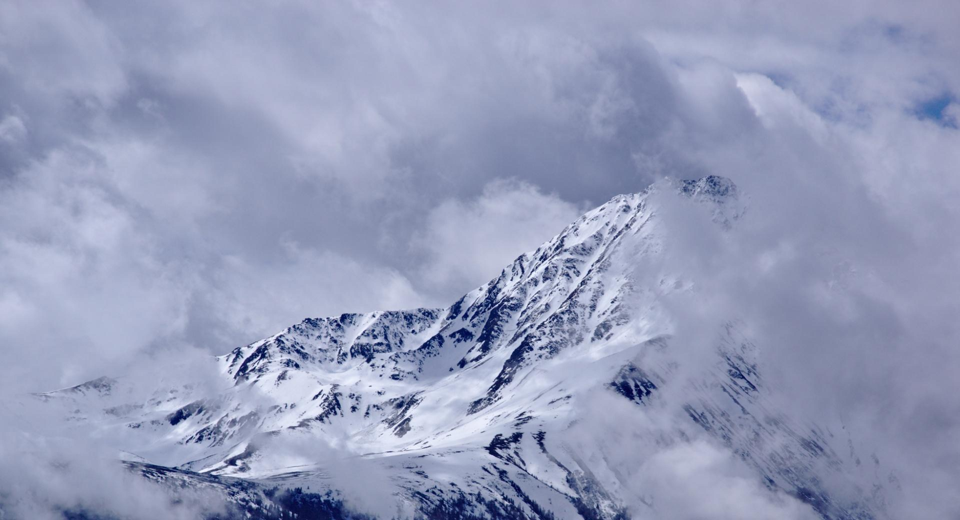 Mountain Peak With Drifting Clouds wallpapers HD quality