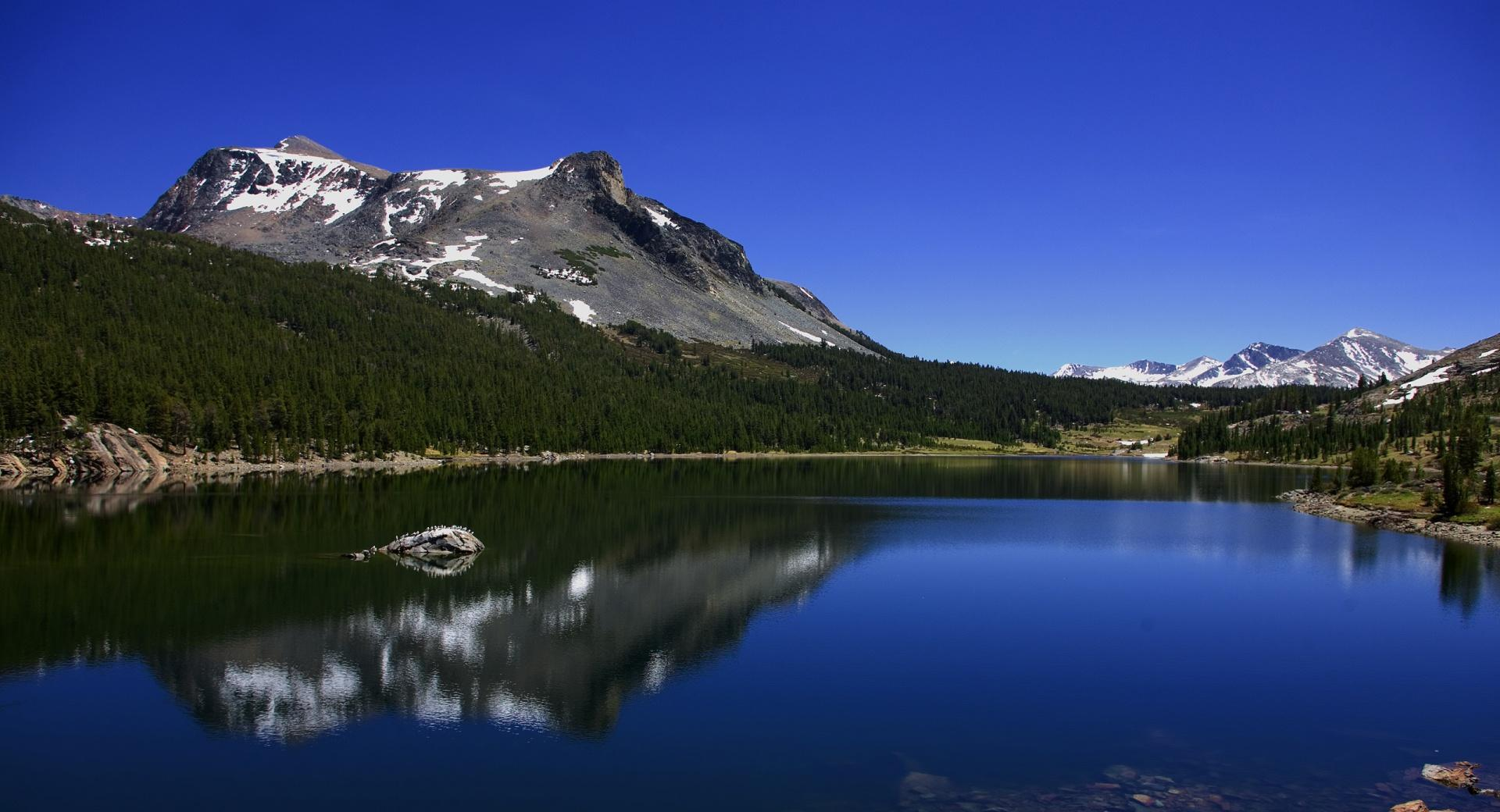 Mountain Reflection In Lake wallpapers HD quality