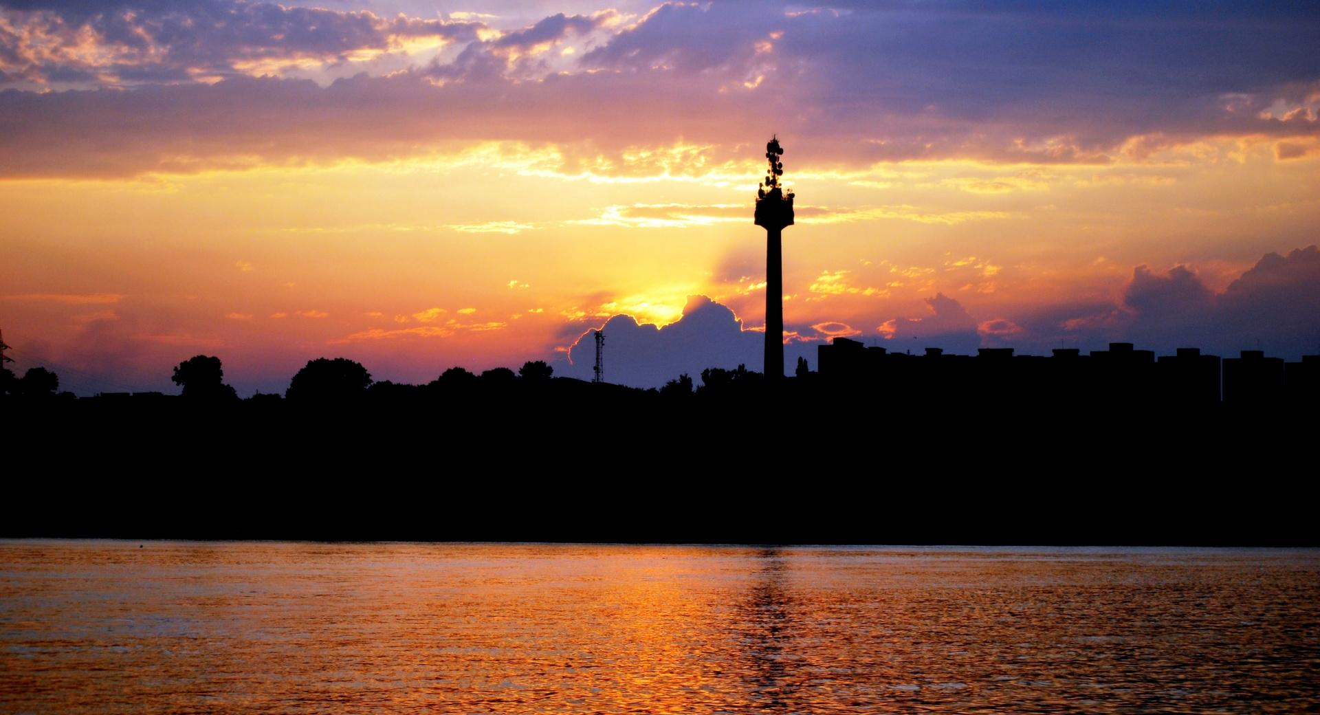 The Sunset of City and Danube wallpapers HD quality