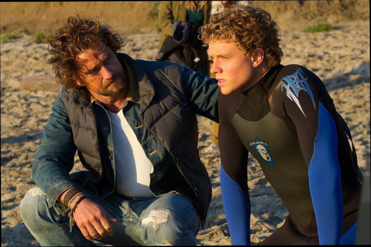 Chasing Mavericks at 1024 x 768 size wallpapers HD quality